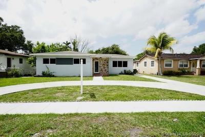 North Miami Single Family Home For Sale: 672 NE 144th St
