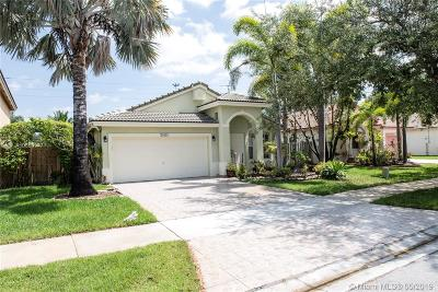 Pembroke Pines Single Family Home For Sale: 20421 SW 1st St