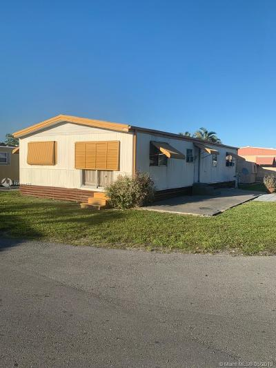 Miami Gardens Single Family Home For Sale: 4955 NW 199th St