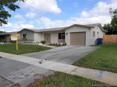 Pembroke Pines Single Family Home For Sale: 10430 NW 20th St