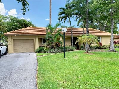 Pompano Beach Single Family Home For Sale: 1120 W Cypress Dr #V-11