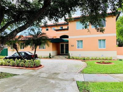 Miami Lakes Single Family Home For Sale: 8564 NW 165th St