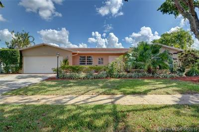 Pembroke Pines Single Family Home For Sale: 11411 NW 21st St