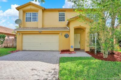 Pembroke Pines Single Family Home For Sale: 1247 NW 144th Te