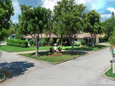 Hollywood Single Family Home Active With Contract: 1114 S Southlake Dr