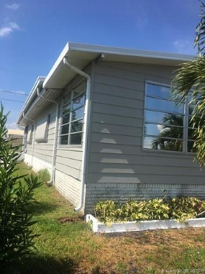 Boynton Beach Single Family Home For Sale: 4434 Meadow View Dr
