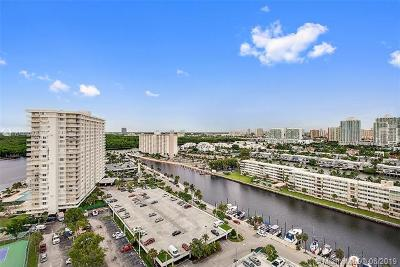 Sunny Isles Beach Condo For Sale: 100 Bayview Dr #1928