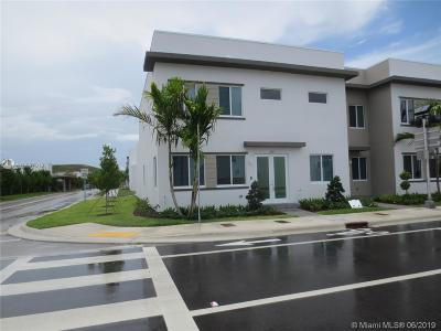 Landmark, Landmark At Doral, Landmark At Doral Condo, Landmark Condo, Landmark Doral, Landmark/Doral Rental For Rent: 6681 NW 104th Ave