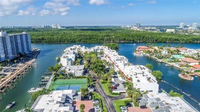 Sunny Isles Beach Condo For Sale: 361 Poinciana Dr #1122