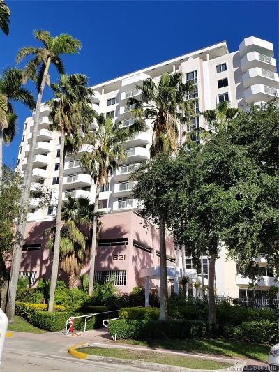 Miami Beach Condo For Sale: 1621 Bay Rd #PH3