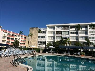Hallandale Beach Condo For Sale: 330 SE 2nd St #105E