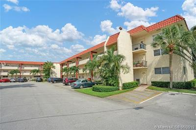 Pembroke Pines Condo For Sale: 8962 S Hollybrook Blvd #104