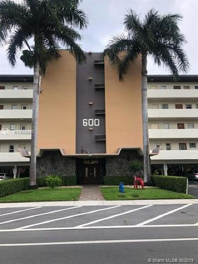 Hallandale Beach Condo For Sale: 600 NE 14th Ave #422