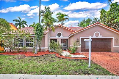 Hialeah Single Family Home For Sale: 8826 NW 194th Ter