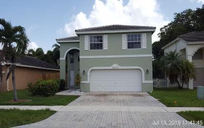 Margate Single Family Home For Sale: 5885 N Sable Cir