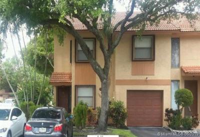 Pembroke Pines Condo For Sale: 11261 SW 11th St #11261