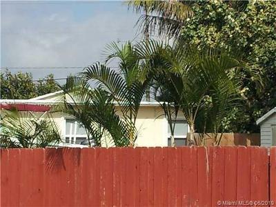 Hollywood Single Family Home For Sale: 2445 Taft St