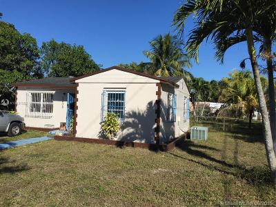 Miami Gardens Single Family Home For Sale: 3852 NW 176th Ter