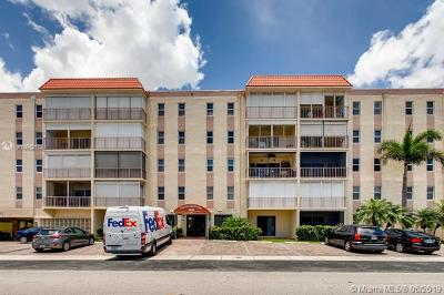 Lauderdale By The Sea Condo For Sale: 4629 Poinciana St #203