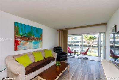 Hallandale Single Family Home For Sale: 455 Paradise Isle Blvd #102
