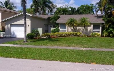 Deerfield Beach Single Family Home For Sale: 339 NW 39th Way