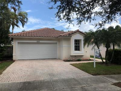 Pembroke Pines Single Family Home For Sale: 17014 NW 10th St