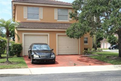 Pembroke Pines Single Family Home For Sale: 16596 NW 8th St