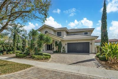 Miami Lakes Single Family Home For Sale: 8320 NW 164th St