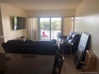 Miami Condo For Sale: 8895 Fontainebleau Blvd #409