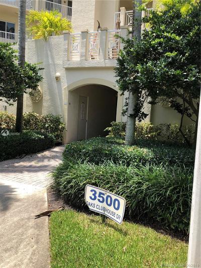 Pompano Beach Condo For Sale: 3500 Oaks Clubhouse Dr #107