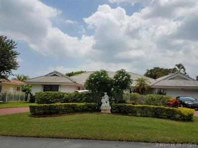 Miami Lakes Single Family Home For Sale: 6880 Winged Foot Dr