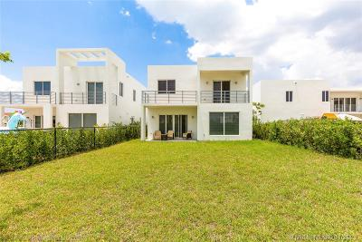 Doral Single Family Home For Sale: 10350 NW 68 Terrace