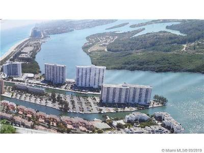 Sunny Isles Beach Condo For Sale: 500 Bayview Dr #823