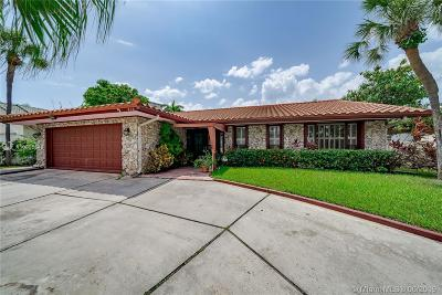 Hallandale Single Family Home For Sale: 313 Layne Blvd
