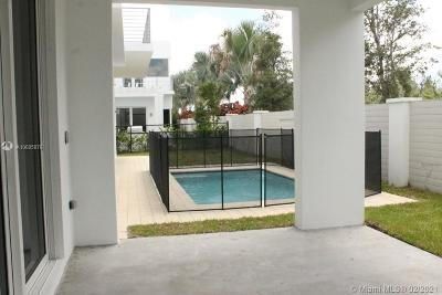 Miami Single Family Home For Sale: 10258 NW 74th Ter