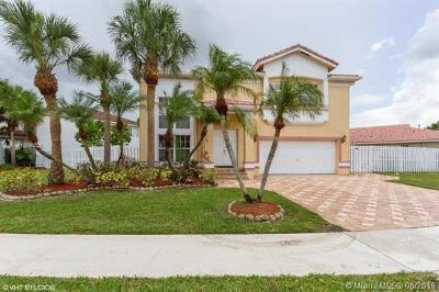 Weston Single Family Home For Sale: 83 Gables Blvd