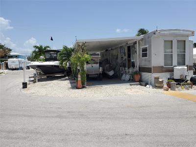 Monroe County Single Family Home For Sale: 325 Calusa Street