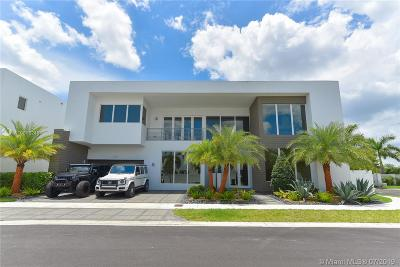 Doral Single Family Home For Sale: 10320 NW 74th Ter