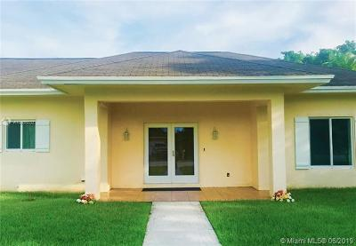 Plantation Single Family Home For Sale: 400 E Country Club Cir