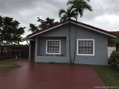 Miami Lakes Single Family Home For Sale: 6930 NW 168th St