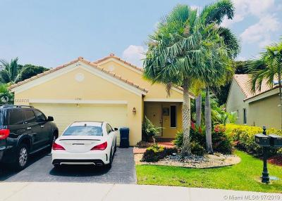 Weston Single Family Home For Sale: 1258 Sabal Trl