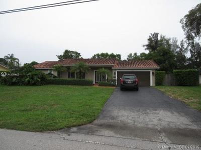 Plantation Single Family Home For Sale: 1040 E Tropical Way