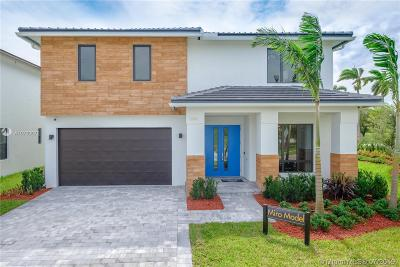 Miami Single Family Home For Sale: 23519 SW 106th Pl