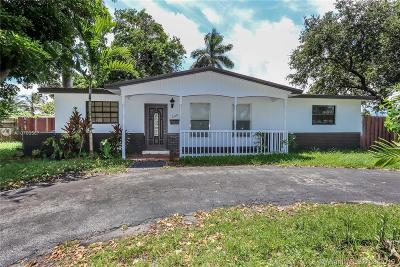 Pembroke Pines Single Family Home For Sale: 200 SW 64th Way