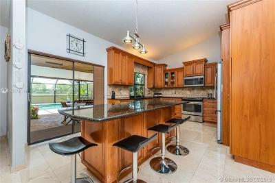 Davie Single Family Home For Sale: 6500 Olde Moat Way