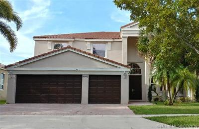Miramar Single Family Home For Sale: 16160 SW 51st St