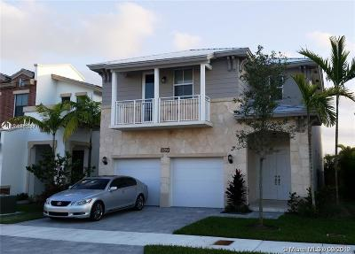 Doral Single Family Home For Sale: 10420 NW 69 Terr