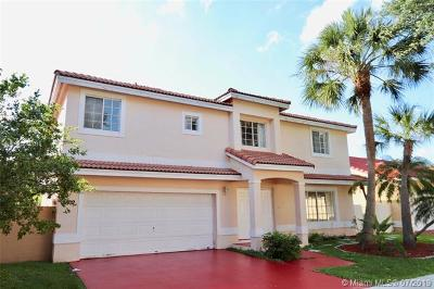 Hialeah Single Family Home For Sale: 18802 NW 89th Ave