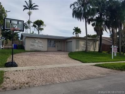 Pembroke Pines Single Family Home For Sale: 9430 NW 10th St