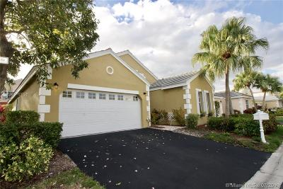 Weston Single Family Home For Sale: 287 Bermuda Springs Dr